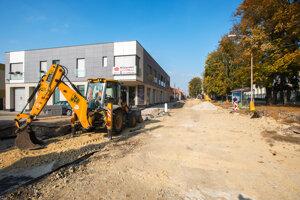 Obnova Kukučínovej ulice vraj ide podľa plánov. Stihnúť ju majú do decembra.