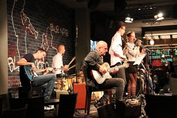 Na benefičnom koncerte účinkovali talenty s gitarovou legendou.