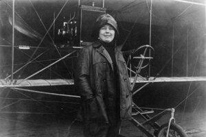 Božena Laglerová (1886 – 1941) bola prvá česká a trinásta svetová pilotka. Pôvodne sa venovala opernému spevu, no po ochorení hlasiviek sa musela tejto profesie vzdať. Ako športová pilotka pôsobila v USA, na Kube a v Dominikánskej republike. Počas prvej svetovej vojny ponúkala svoje služby vojenskému letectvu, no ako ženu ju vždy odmietli.