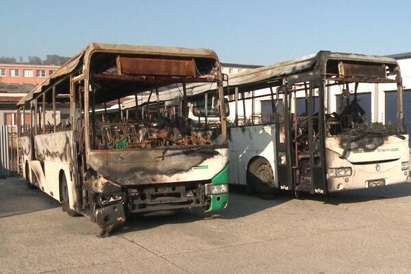 Jeden autobus horel v Šarišských Sokolovciach, druhý v Abranovciach len mesiac po sebe.