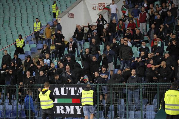 Fanúšikovia Bulharska počas zápasu proti Anglicku.