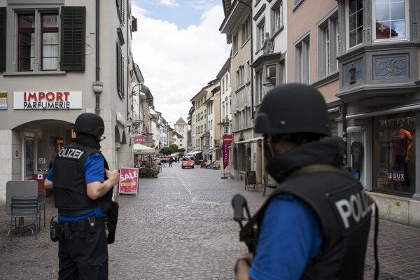 Ilustračné foto - švajčiarska polícia v akcii.