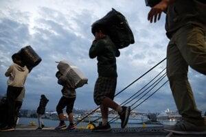 Počet migrantov prichádzajúcich do Grécka rastie.