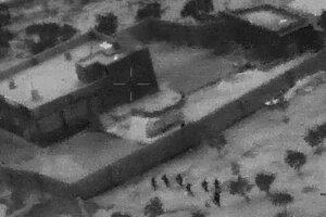 Špeciálne jednotky sa blížia k domu, kde sa zdržiaval vodca IS.