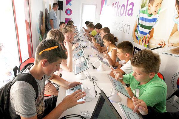 Pozitívnu odozvu má proces digitálneho vzdelávania v školách.