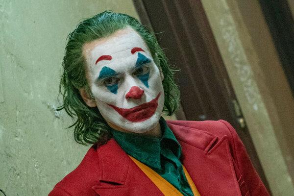Joaquin Phoenix vo filme Joker. Má za to Zlatá glóbus.