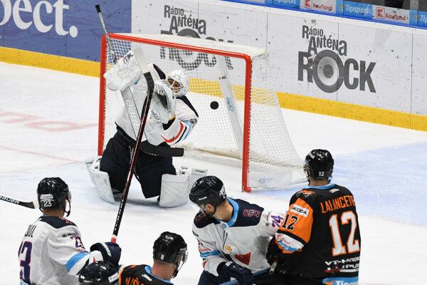 Michalovčania dali na Slovane dva góly, skórovať však mohli aj viackrát.