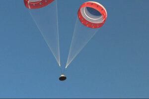 pri pondelkovom teste sa lodi Starliner vypustili iba dva padáky z troch. Napriek tomu NASA pokladá test za úspešný.