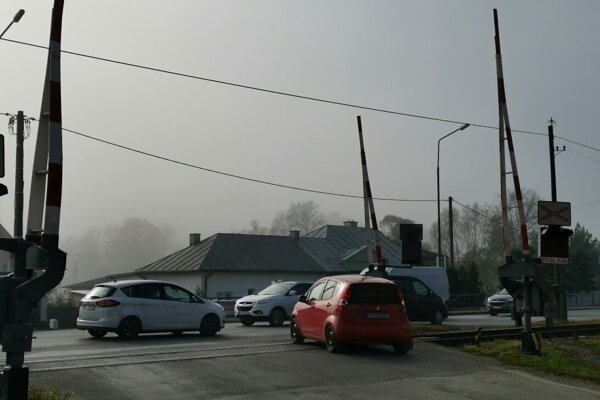 Nebezpečná križovatka vo Veľkej Lomnici na hlavnom ťahu Poprad - Kežmarok.