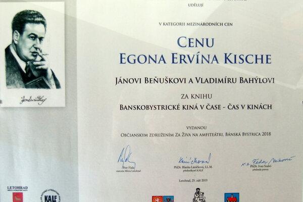 Ocenenie si prevzal novinár Ján Beňuška včeskom Letohrade.