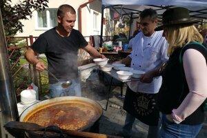 Profi kuchár Michal z Prakoviec a jeho držková polievka na akcii Margecianske fajnoty.