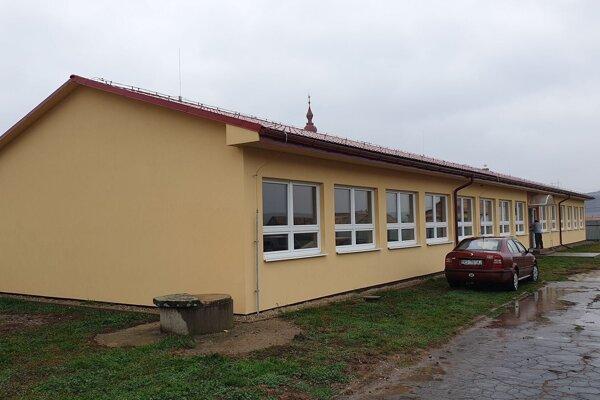 Na snímke nová budova Základnej školy s vyučovacím jazykom maďarským v obci Radnovce v okrese Rimavská Sobota