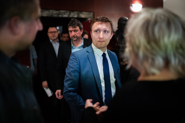 Bývalý šéf vyšetrovacieho tímu Kuciak Peter Juhás. Ako prvý ho na medzinárodnej konferencii o mafiách v Trnave odfotil fotograf SME.