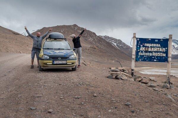 Pamírska diaľnica - najvyšší bod cesty priemsyk Ak Baital 4655 metrov nad morom.