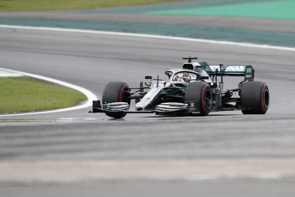 Lewis Hamilton počas tretieho voľného tréningu pred Veľkou cenou Brazílie 2019.