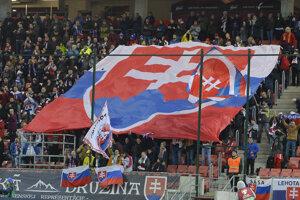 Fanúšikovia Slovenska v zápase proti Azerbajdžanu.