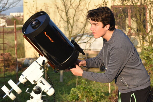Mladý asrofotograf Matúš Motlo.