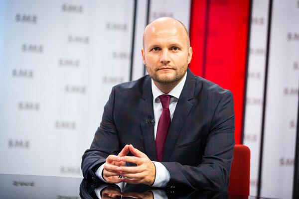 Opozičný politik Jaroslav Naď z OĽaNO tvrdí, že ho chcú zdiskreditovať.