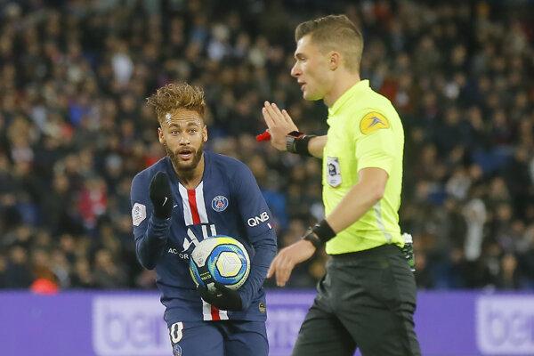 Neymar sa po zranení vrátil do zostavy PSG.
