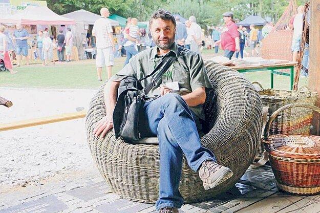 Kreslo poľského košikára  si Peter Juriga - autor reportáže aj otestoval. Bolo pevné, vkusné  a pohodlné.
