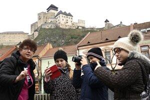 Viac ako pol stovky mladých reportérov pre životné prostredie z 12 škôl z celého Slovenska sa stretlo 27. novembra 2019 v Trenčíne na historicky najväčšom celodennom workshope. Zdokonaľovali sa v tvorbe videoreportáží a zároveň navrhovali konkrétne riešenia pre lepšiu kvalitu života v centre mesta.