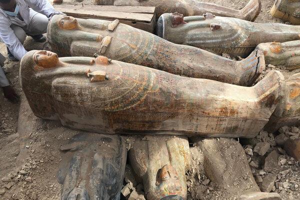 Staroegyptské drevené sarkofágy - ilustračná fotografia.