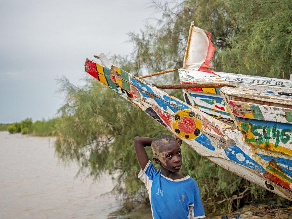 Amethovi synovia otcovi na vode pomáhajú.