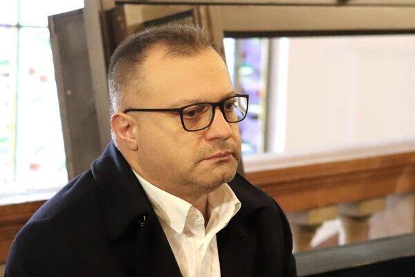 Na snímke obvinený šéf Tiposu Ján B. sedí v budove Špecializovaného trestného súdu v Banskej Bystrici 29. novembra.