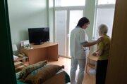 Dobrovoľníci by pomáhali najmä starším ľuďom.