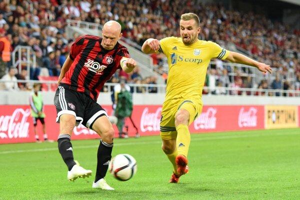 Marek Janečka (vľavo) patrí k najväčším osobnostiam levočského futbalu. To, aby si v budúcnosti obliekol dres klubu z rodného mesta, by v Levoči privítali.