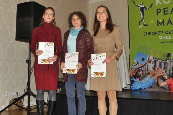 Najlepšie ženy bez rozdielu veku, zľava Farkašová, Krištanová a Hudáková.