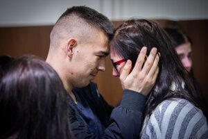 Odsúdený Dávid Bako so svojou matkou.
