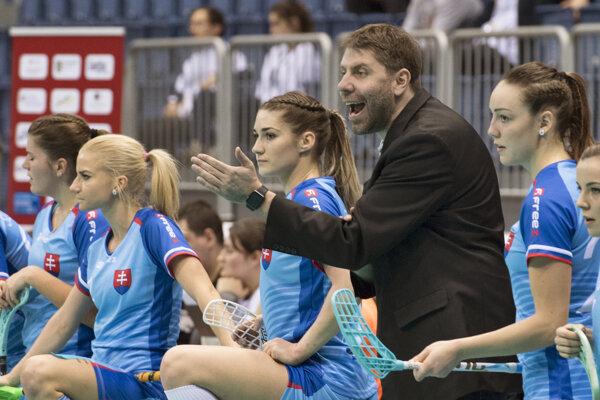 Tréner Michal Jedlička na lavičke slovenského tímu.