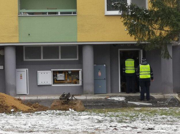 Postupná kontrola evakuovaných bytoviek a vchodov
