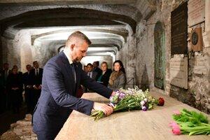 Premiér Pellegrini položil kyticu na hrob sv. Cyrila v Bazilike sv. Klimenta v Ríme.
