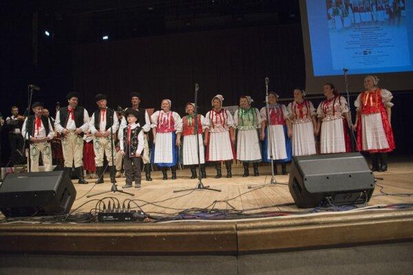 Spevácka folklórna skupina Orava.