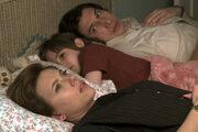 Záber z filmu manželská história.