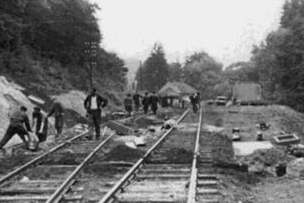 Výstavba trate Pionierskej železnice v roku 1954.