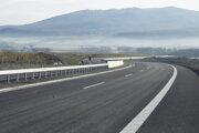 Motoristi budú po diaľničnom úsek Budimír - Bidovce jazdiť od polovice decembra.