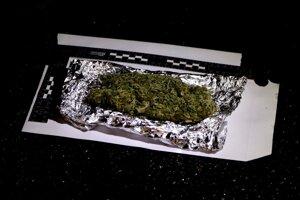 Policajto našli u muža marihuanu.