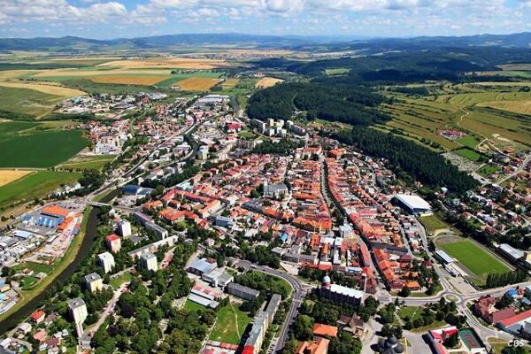 Kežmarok. Na východnom Slovensku patrí k najmenej rozvinutým okresom.