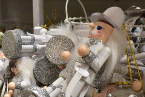 Vianoce sú aj o rozprávkach. Je preto prirodzené, že sa na vianočnom stromčeku objavujú aj rozprávkové postavičky.