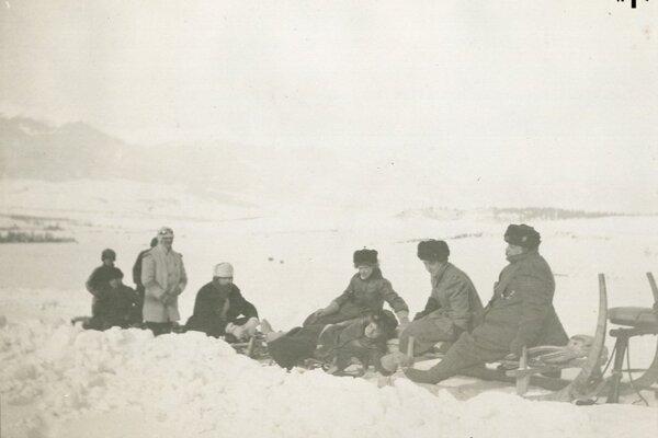 V albume Révayovcov (Literárny archív SNK) sú krásne zábery zasneženého Turca z konca 19.storočia.