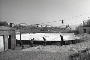 Zimný štadión - 5. november 1972. Brigádnici na ňom odpracovali stovky hodín zadarmo.