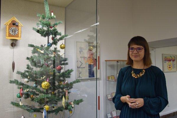 Historička Zuzana Hasarová hovorí o tom, ako sa komunistický režim, často neúspešne, snažil zmeniť Vianoce.
