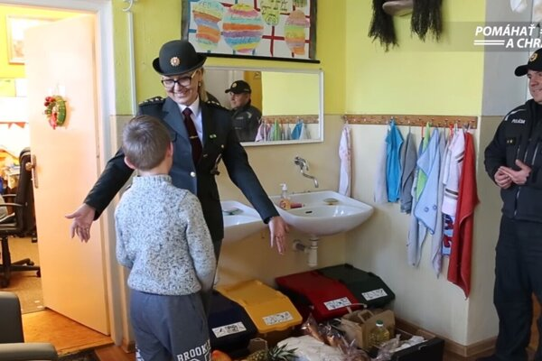 Policajti z Martina obdarovali tých, ktorí to potrebovali.