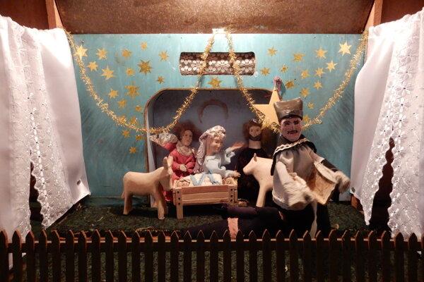 Špeciálne bábkové divadlo z obce Topoľovka.