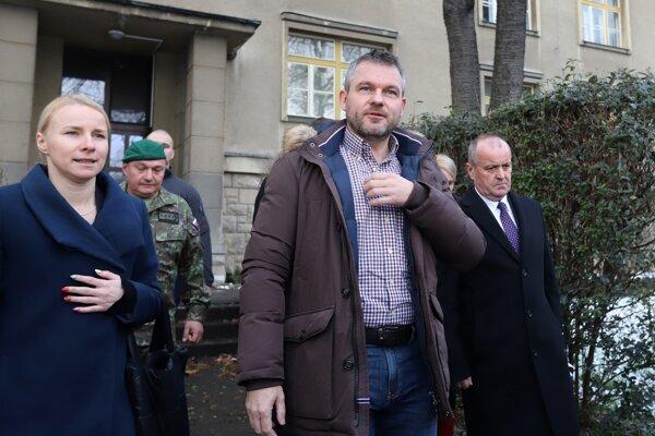 Peter Pellegrini sa dnes v budove Vojenského obranného spravodajstva v Banskej Bystrici stretol s ministrom obrany Petrom Gajdošom, náčelníkom generálneho štábu a riaditeľom vojenského obranného spravodajstva Danielom Zmekom.