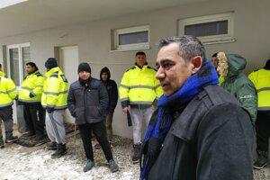 Podľa slov starostu Žehry, pre všetkých by potrebovali ďalších 150 nových bytov.