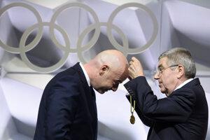 Gianni Infantino (vľavo).